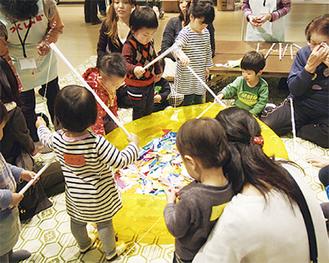 毎年賑わう遊びコーナー(写真は過去)