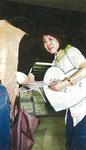 JR町田駅前で署名活動をする共子さん(2000年9月)