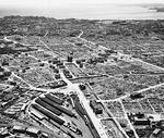 桜木町駅上空から撮影した、大空襲直後の横浜市街。※「写真でみる横浜大空襲」Web版より抜粋