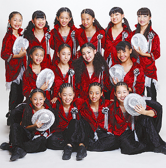 小6から中2までの女子14人からなる「SDF―NEO」