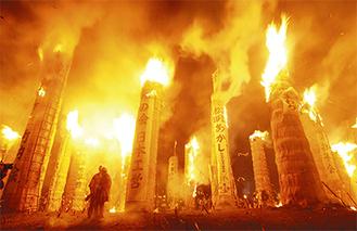 日本三大火祭りの1つ「松明あかし」