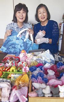 代表の小野さん(左)と、会員の岡野さん。創作を楽しみながら、復興支援に取り組んでいる