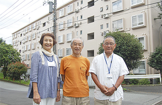 サポート隊の責任者を務める斎藤さん(中央)。同じく隊員の与那国明美さん(左)と千田多賀夫さん
