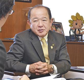 ■遠藤三紀夫市長/1957年生まれの59歳。市内さがみ野在住。座間市商工会や座間市観光協会の会長などを経て、2008年に初当選。現在3期目