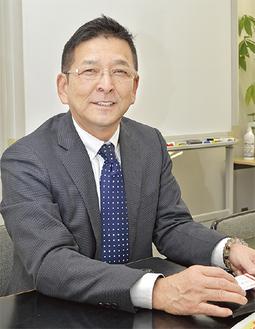 インタビューに答える和田理事長