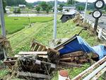 大仙市で倒壊した家屋=同市提供