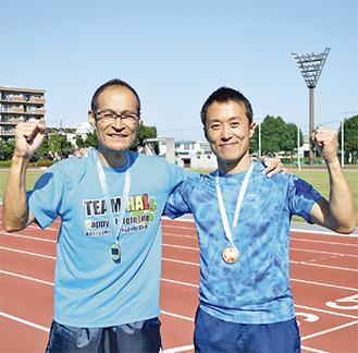 優勝を喜ぶ宮本さん(左)と水口さん