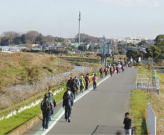 目久尻川沿いを歩いた