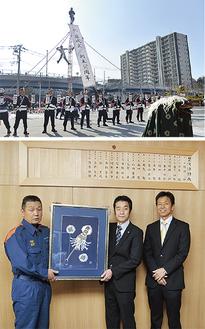 落成式での式典(上)、右から大塚代表取締役、佐波古さん、落合消防長