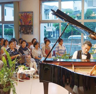 美しい音色を奏でる須江太郎氏