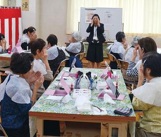 化粧のやり方を学ぶ女性会員
