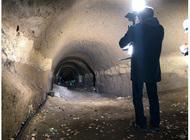 地下壕内をVRで上映
