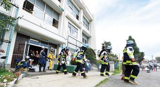 昨年のようす。今年も子どもを救助・救出する訓練が行われる(提供写真)
