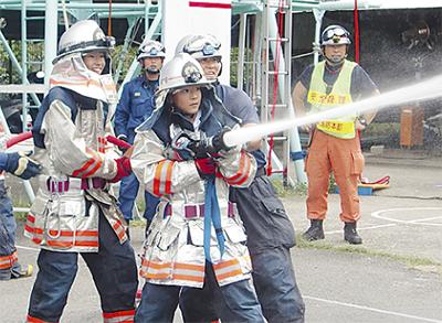 中学生が消防士に