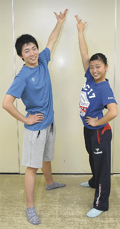 右から今村菜子さん、一歩さん=練習場の市民健康センターで(7日撮影)