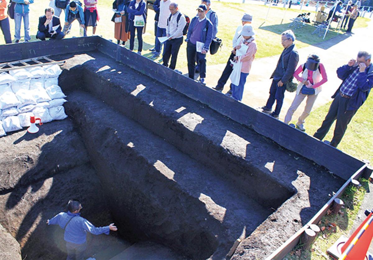 神崎遺跡 環濠を公開
