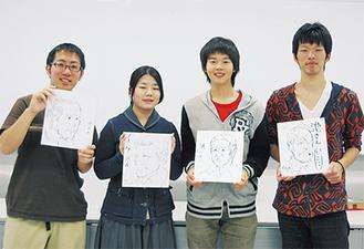 似顔絵チームの中心メンバー 左から中村圭介さん、ベ・ソルジさん、塚本卓矢さん、山本航さん 同じ人物を描いた作品を手に