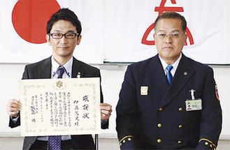 表彰を受けた伊藤さん(左)