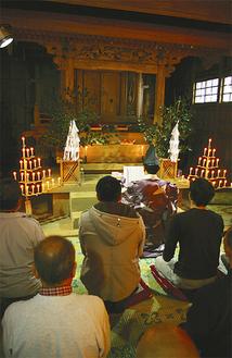 七澤神社本殿で行われた祈祷
