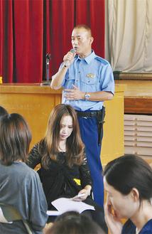 参加者の質問に丁寧に答える清野さん