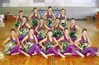 全国大会に向けて練習に励むダンスドリル部の部員