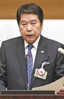 施政方針演説をする小林市長(=3日)