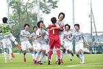 バディーJYとのPK戦を制し、準決勝進出を喜ぶMELLIZOのイレブン(C)ジュニアサッカーWeekly(http://j-s-w.jp)