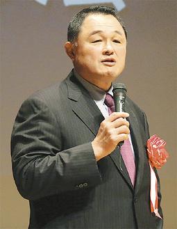 「夢への挑戦」をテーマに講演する山下氏