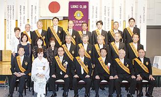 メンバーによる記念写真(同クラブ提供)
