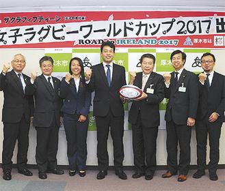 有水ヘッドコーチ(中央)と齊藤キャプテン(左隣)が訪問