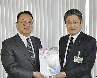 大貫組合長(左)と曽田教育長