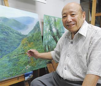 仕事場の2階にあるアトリエで描く日高さん