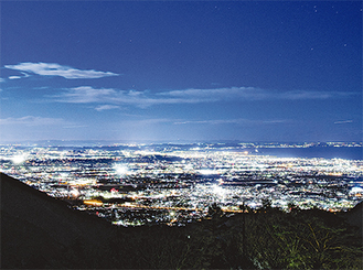 ミシュラン2つ星の大山阿夫利神社からの夜景