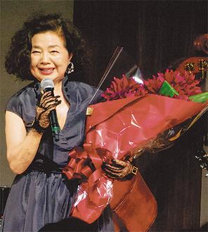 シャンソニエから出演オファーもあるそうだが、シャンソンの素晴らしさを広めるため、これからも自分らしく生きていきたいと話す岸川壽美子さん。(提供写真)