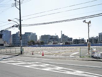 予定地北側から撮影=3月12日南側は別業者によるマンションが建つ予定