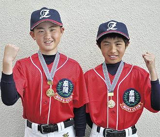 全国大会ベスト4のメダルを胸に笑顔を見せる磯木一路さん(左)と牧方優人さん
