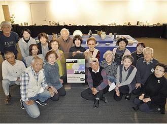 大小400点以上の作品がズラリと並ぶ。「随時、新規会員も募集中です」と佐藤会長