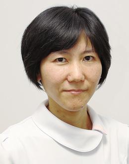 金田麻子医師。海外でボランティアとして医療を提供する青年医師の姿に憧れ、医師を志す。趣味はウォーキング。ヨガ歴は20年