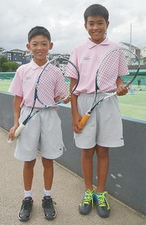 井上さん(左)と高橋さん=7月4日・南毛利スポーツセンターテニスコート