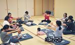 7月2日に行われた「ベビーダンササイズ」(抱っこをしないクラス)の様子。1歳未満の赤ちゃんとママ6組が参加。「気分転換になった」と参加者