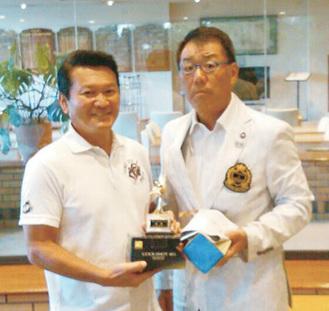 優勝した長澤さん(左)と田中会長