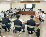 第1回検討委員会の様子(9月21日、厚木市役所)