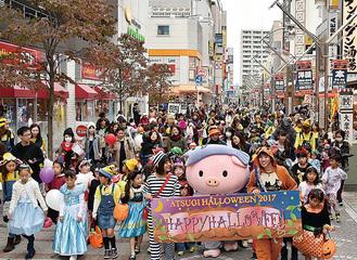 昨年のパレード=市提供
