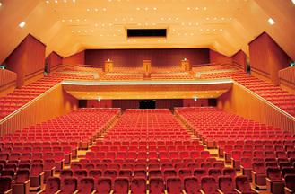数多くの公演が行われてきた大ホール