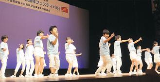 堂々と踊るあつぎ舞台アカデミーの受講生