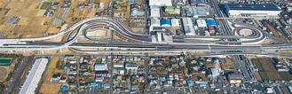 空から見た厚木南IC(=中日本高速道路(株)提供 1月8日撮影)
