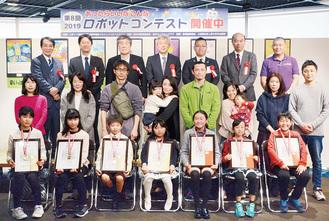 入賞者には賞状とメダルが贈られた