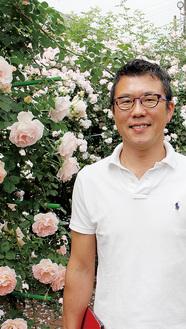 オーナーの笹生さんが育てたバラを見るために毎日多くの人が訪れる