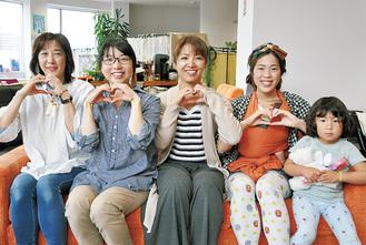 左から花家登美子さん、サブリーダーの小林真理さん、リーダーの山田啓子さん、サブリーダーの田中いちこさん