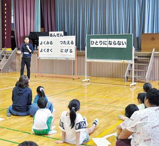 全国でワークショップや講演を行う武田さんが、軽快なトークで防犯の知識を紹介